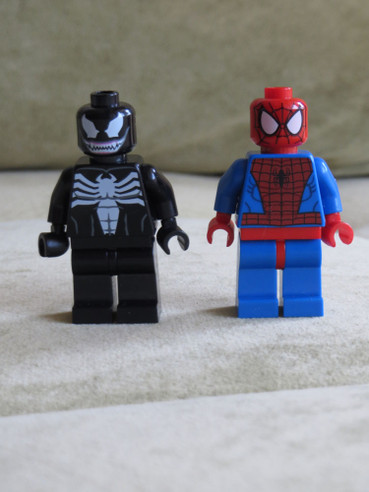20160521legospidermanvenom